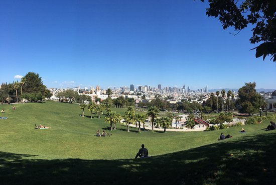 San Francisco Journeys : View of the city from Delores Park