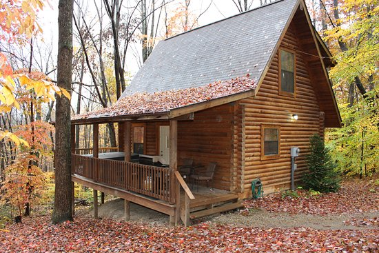 Sugar Grove, OH: Log cabin located in Hocking Hills Ohio