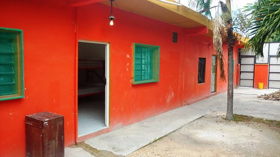 Weary Traveler Hostel: row of rooms