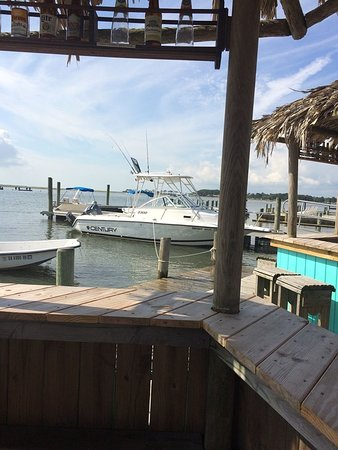 Snug Harbor Marina and Cottages: Tiki Bars are the coolest places to watch the activity on the water and meet new friends.