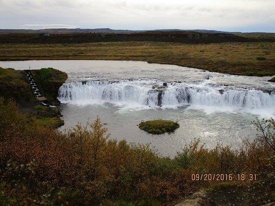 Iceland Horizon: Waterfall