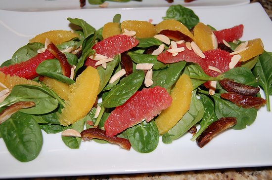 Templeton, Καλιφόρνια: Citrus Salad with Spinach. Dates, Slivered Almonds and Citrus Vinaigrette