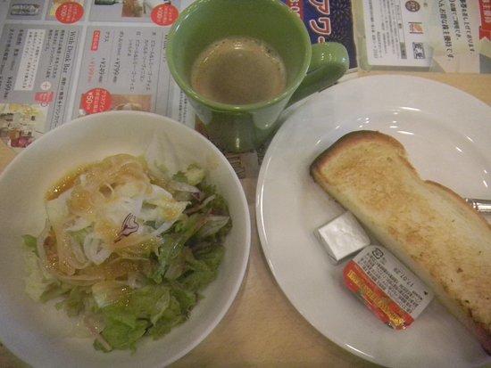 Fussa, Japan: グリーンサラダとハーフトーストセット(430円/税込み)