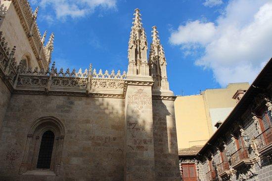 Hostal Zacatin: Side of La Catedral