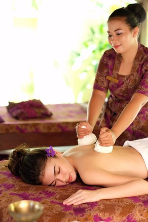 Lagoi, Indonesia: Savitri Herbal Pouch Massage
