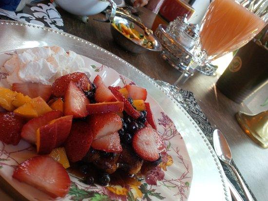 Welland, Canada : Unbelievable belgian waffle under mound of fresh fruit! Grapefruit juice in crystal glass :)