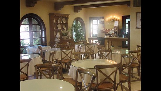 BEST WESTERN PLUS Sunset Plaza Hotel: Huge dining room to start your day off right with a large variety of breakfast items to choose f