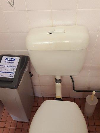 Woombye, Australien: Broken toilet fittings