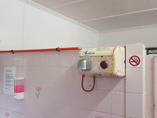 Woombye, Australien: Rusty electrical fittings