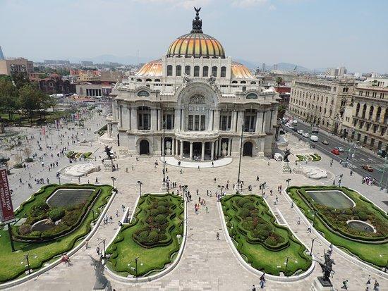 قصر بالاسيو دي بياس أرتيس للفنون الجميلة