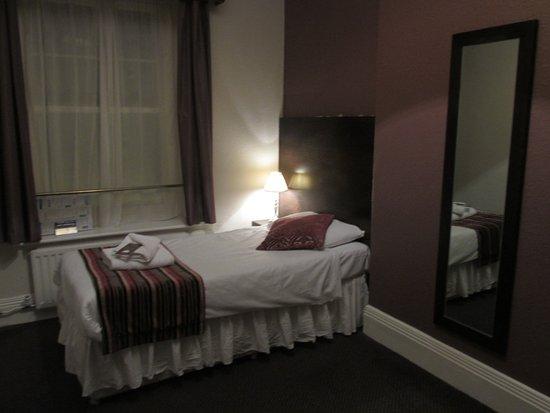 Duke of Wellington Hotel: single room