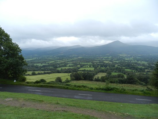 Tipperary, Irlanda: Glen of Aherlow from R664 viewpoint