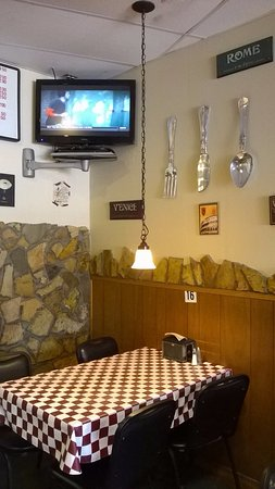 Flowery Branch, GA: Sports and pizza!