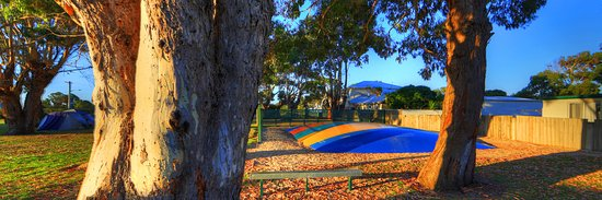 Ulverstone, Αυστραλία: Give yourself some peace & quiet by letting the kids burn some energy on our jumping pillow