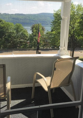 Hudson Manor Bed & Breakfast: View from fonr balcony across the lake