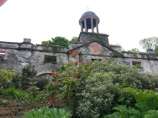 Bantry House & Garden: Stallet från baksidan.