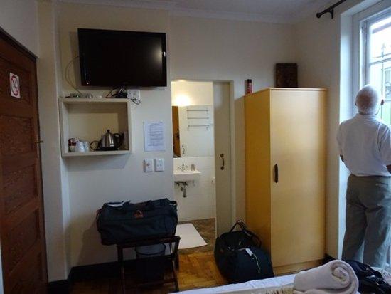 La Rose Bed & Breakfast: chambre orientale et salle de bain