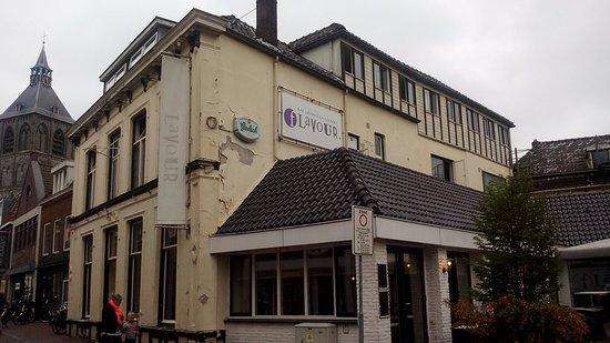 Hotel De Kroon: Renovierungsbedürftig.