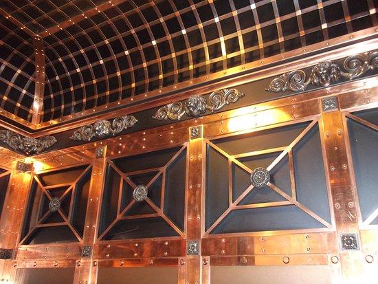 intérieur d\'un ascenseur - Picture of Harrods, London - TripAdvisor