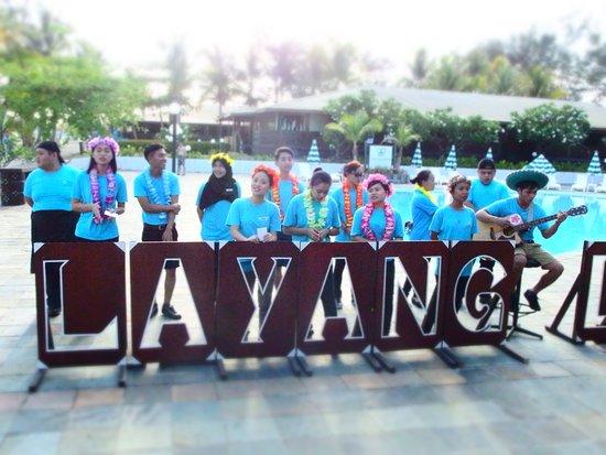 Layang Layang, Malaysia: 飛行機到着時のスタッフのお迎えの様子