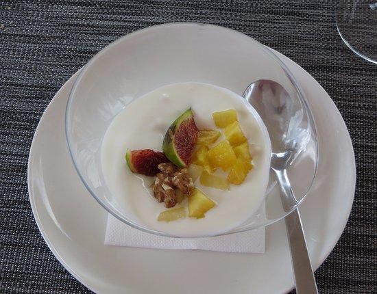 Restaurante Club Naútico Dos Mares: Yogurt con frutas