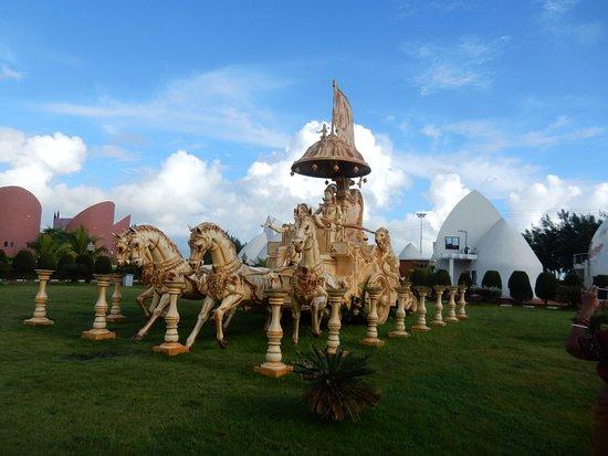 Rose Valley Manadarmoni Beach Resort: lawn inside the premises