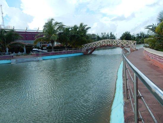 Rose Valley Manadarmoni Beach Resort: bridge on the lake