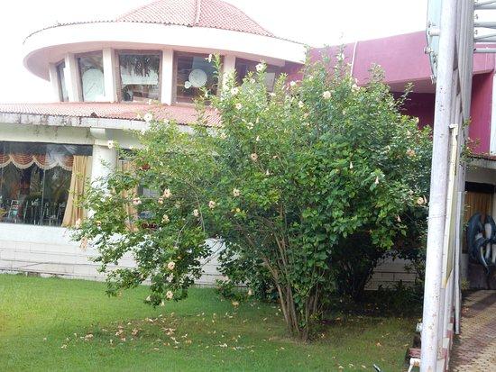 Rose Valley Manadarmoni Beach Resort: dining room