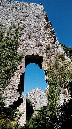 Alvito, Italy: particolare dall'interno...