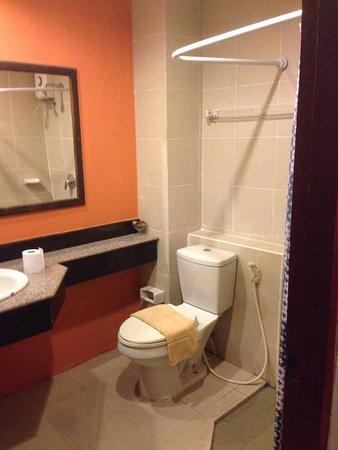 Lanna House: Clean bathroom