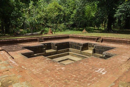 Monaragala, Sri Lanka: Biso Pokuna