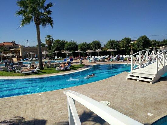 מלון מקסים, נעים וכיפי