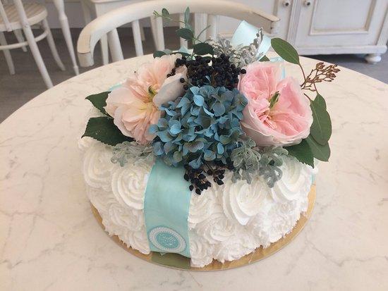 születésnapi torta Vadvirágos születésnapi torta   Picture of Stella Patisserie, Paks  születésnapi torta