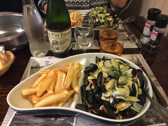 Le Petit Bouchot: Moules sauce ail curry et cidre artisanal local ...
