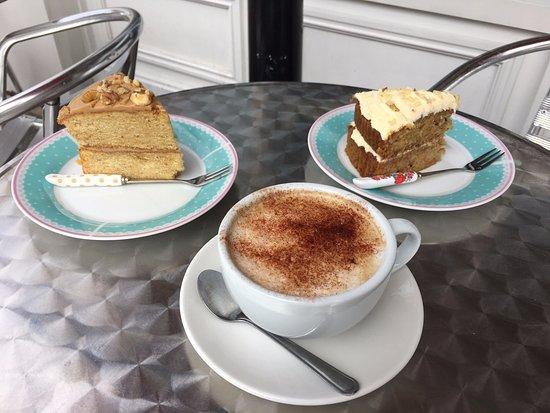 Burnham, UK: Cake and Coffee!