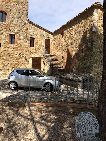 Castiglione della Valle, Италия: Im Turm war unser Appartement-80 qm...