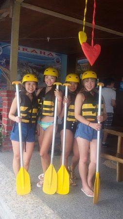 เกโรโบกัน, อินโดนีเซีย: Jovin, Fiona, Magdalene and Joy from Singapore - September 2016