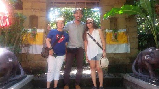 เกโรโบกัน, อินโดนีเซีย: Dulce and Jenny from Singapore @kopi luwak coffee plantation - July 2016