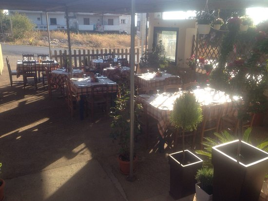Chorafakia, Grecia: Ramblers outdoor dinning - Summer 2016