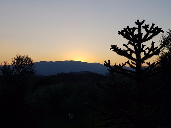 Agriturismo Savernano: Sunset over the mountain