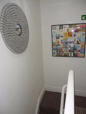 McHalls Hotel: Stairway - bright and contemporary