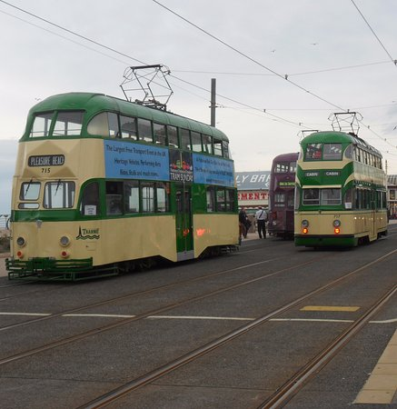 McHalls Hotel: Well-located for Heritage Trams (North Pier)