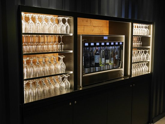 Saint-Quentin-en-Yvelines, France: WineWall - UP TO YOU SQY