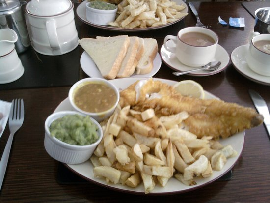 Dave's Fish Restaurant: a medium size fish n chips