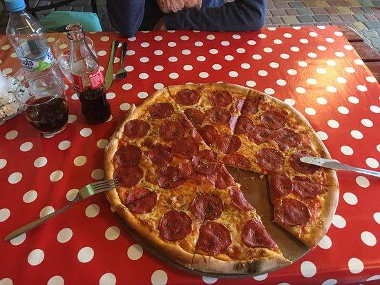 Dziwnówek, Polska: Sehr leckere Pizza, sehr empfehlenswert :-)
