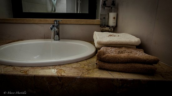 Hotel Pina: Junior Suite Bagno