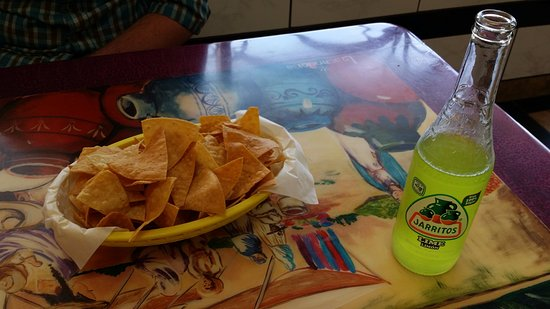 Fort Morgan, Kolorado: Fresh chips, tasty soda