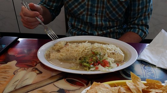 Fort Morgan, Kolorado: My companions burrito was huge!