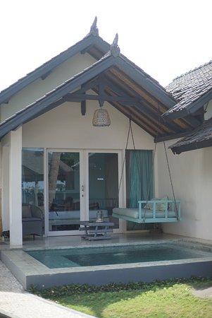 Lilin Lovina Beach Hotel: Suasana kamar yang private, terkesan kita berada di rumah. Simple but verry nice