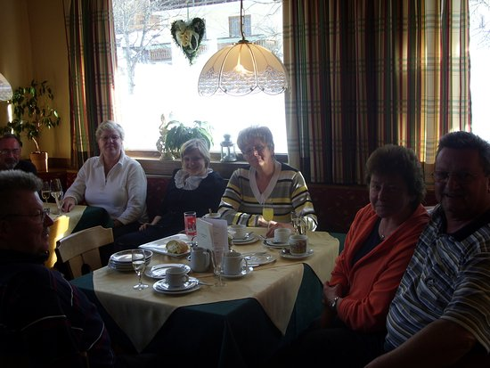 Filzmoos, Austria: Gemütliche Runde von Stammgästen
